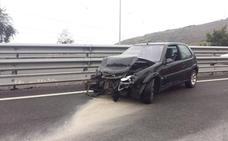 Retenciones por una colisión entre dos vehículos en la A-8 a la altura de Abanto