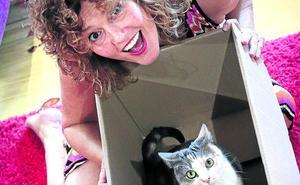 «De los gatos he aprendido a mirar más por mí»
