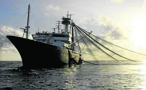 La pesca de atún en los océanos toca techo y hace zozobrar un sector clave en Euskadi