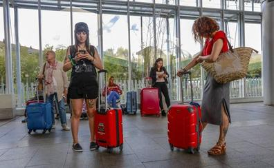 La caída de viajeros nacionales lastra el arranque del verano turístico en Álava