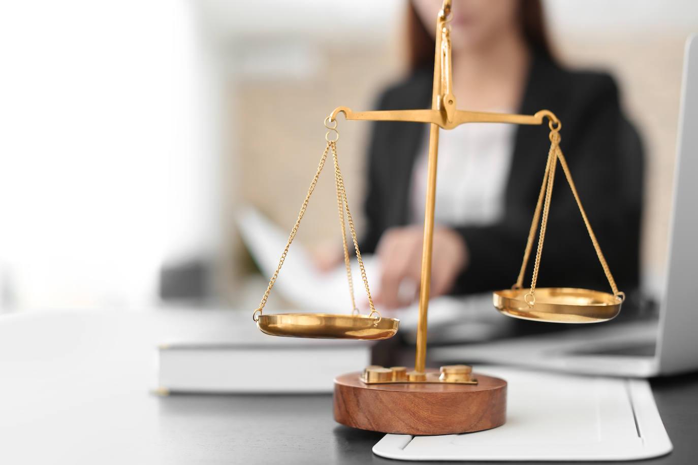 120 euros por insultar a su vecino, las goteras de la discordia y otros casos que resuelven los juzgados de paz