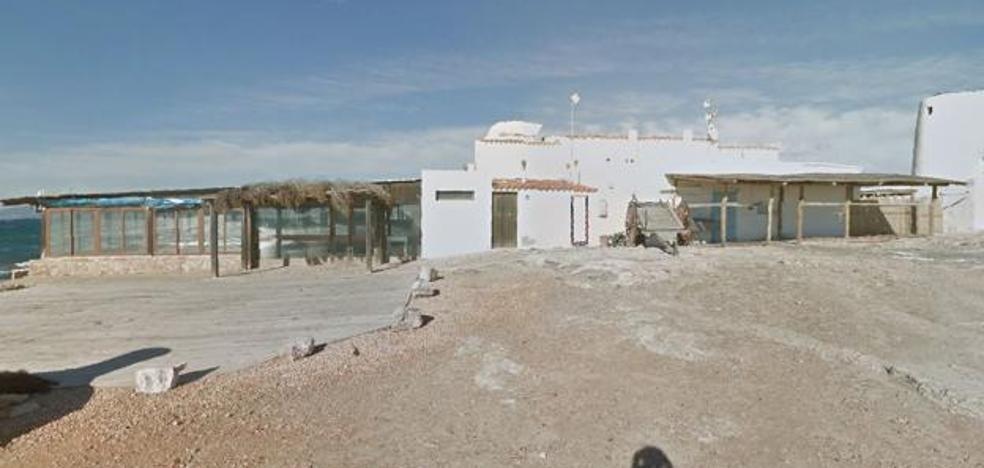 Se come 400 euros en ostras y gambas en un restaurante de Formentera y ofrece su ropa para pagarlo