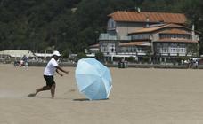 La galerna acorta el día de playa
