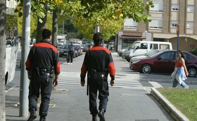 Vitoria prestará policías locales a la Ertzaintza en fiestas para coger denuncias en Olaguíbel