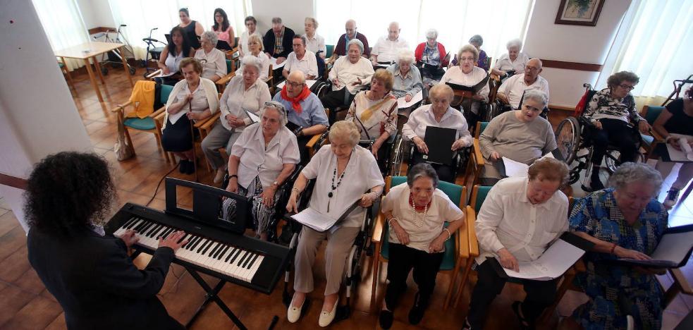 Las personas mayores de Llodio reclaman servicio de teleasistencia y centros de día