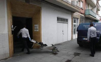Una mujer mata a puñaladas a su cuñada en un piso de Torrelavega