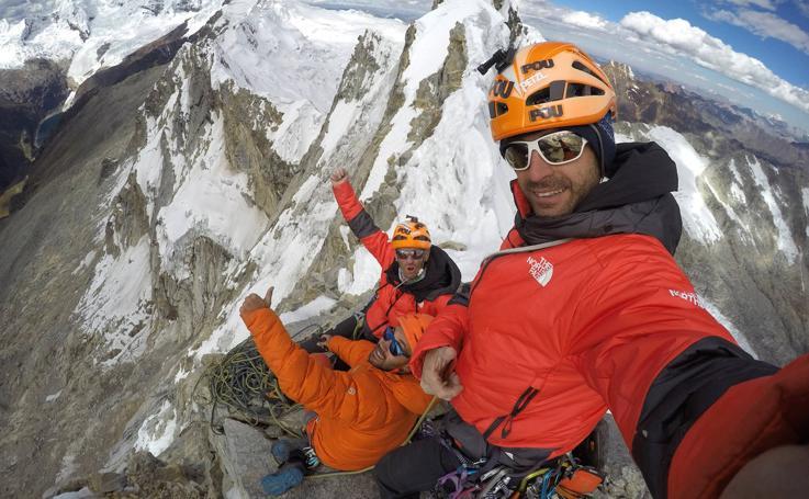 Los Pou logran la primera ascensión a la cara norte del Cashan Oeste de los Andes