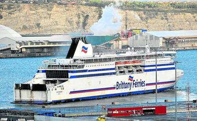 Repsol estrena en el Puerto de Bilbao su primera 'gasinera' para abastecer al ferry
