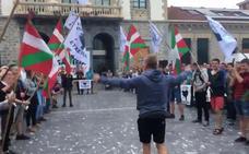 El Gobierno vasco llama «demagogo» a Otegi por defender los 'ongi etorris' como «un derecho al abrazo»
