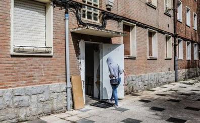 El Ayuntamiento da otro paso para contratar el derribo de los pisos 'okupas' de Olárizu