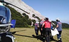 Dos helicópteros rescatan a una montañera con una pierna rota en el Anboto