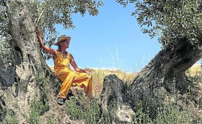 Apadrinar olivos que se mueren