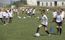 Una encuesta revela que por primera vez las niñas se plantean también ser futbolistas