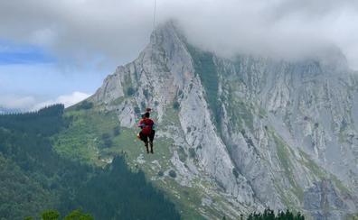 Rescatan a un montañero que se desmayó en Abadiño