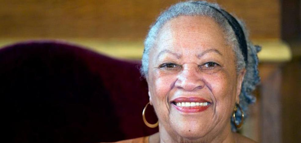Muere Toni Morrison, la primera mujer negra que ganó el Nobel de Literatura