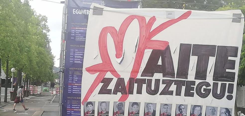 Vitoria retira un cartel con fotos de presos tras la denuncia de Covite