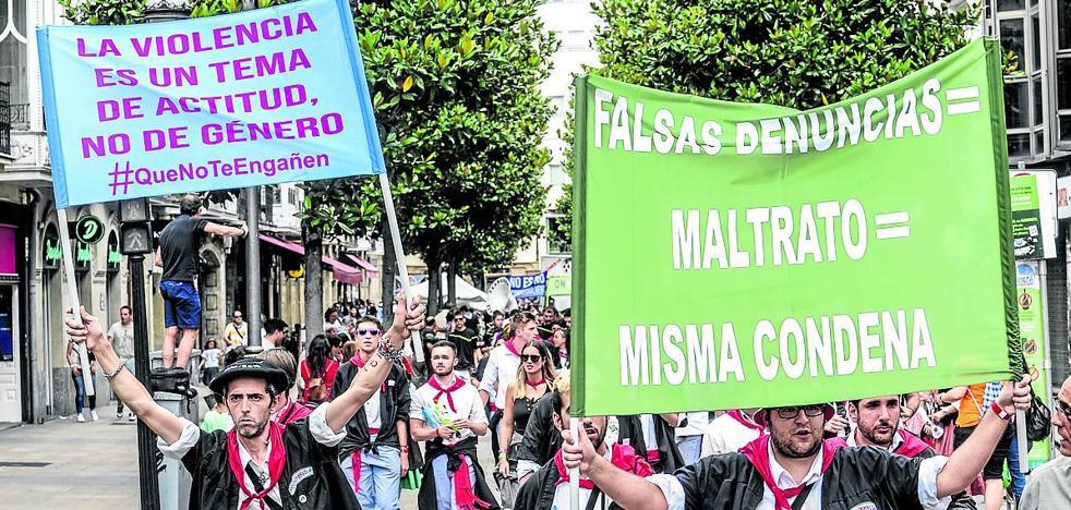 El Ayuntamiento tilda de «provocación» las pancartas de Mozkorraldi sobre «denuncias falsas»
