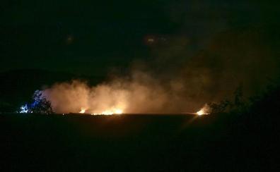 Los fuegos artificiales provocan un incendio en Mendizabala