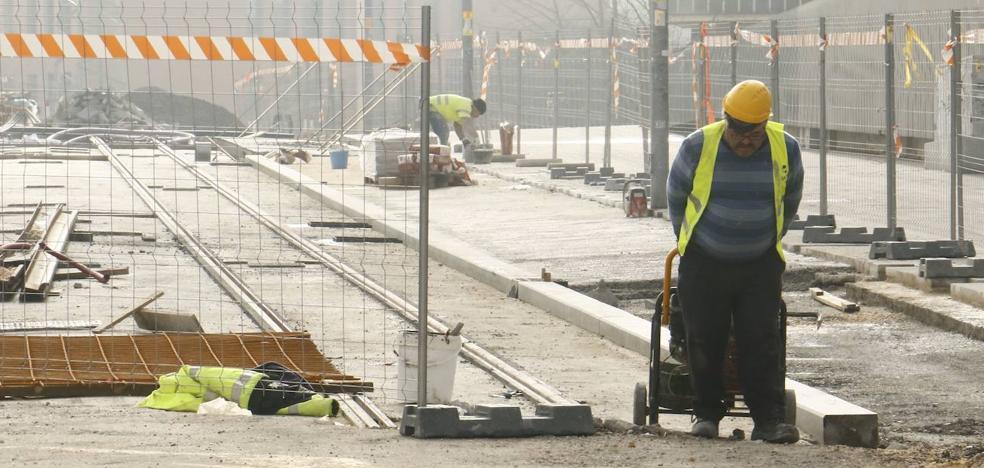 Obras nocturnas «especialmente ruidosas» en la «fase definitiva» de ampliación del tranvía al sur de Vitoria