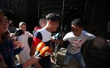 Tres de los sospechosos de la violación grupal en Bilbao roban el móvil a una mujer