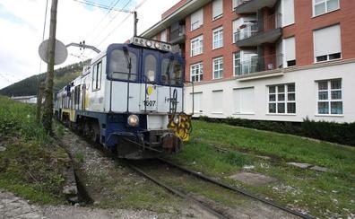 Una chispa en una catenaria entre Balmaseda y Zalla provoca un pequeño incendio en un tren