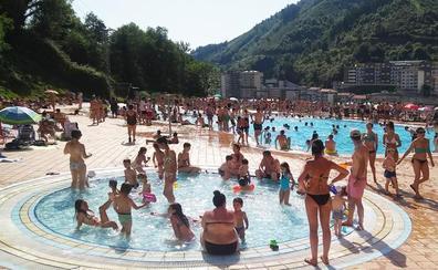 La asistencia a la piscina roza el récord