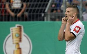 Un triplete de Rebic clasifica al Eintracht para la segunda ronda de la Copa de Alemania
