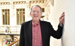 Jeffrey Gordon: «Nunca cenamos solos porque los microbios nos ayudan a digerir»