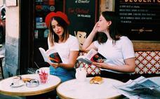 Desde París con amor: las camisetas para llevar el euskera a la altura del corazón