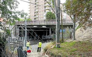 Quejas por las obras de la ampliación del tranvía: «Hay ruido todo el día y ahora también de noche»