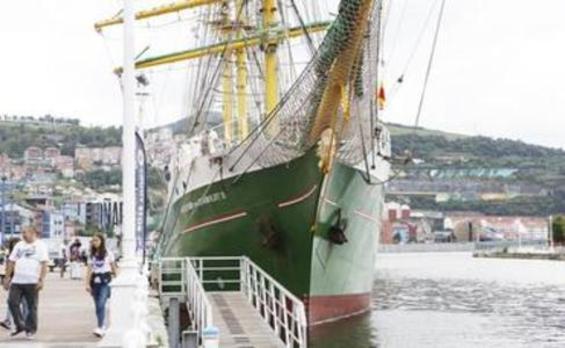 Atraca en Bilbao el barco alemán 'Alexander von Humboldt II'