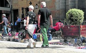 Los comerciantes piden atajar el 'top manta' con un mayor control de aduanas