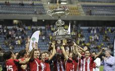 El trofeo llegará este viernes tras viajar en autobús desde Cádiz