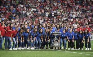 San Mamés ovaciona al Athletic femenino tras ganar el Carranza