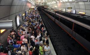 Un perro provoca un parón en el metro de Bilbao al saltar a las vías