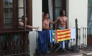 A ladrillazos en la Feria de Málaga al confundir la senyera valenciana con la catalana