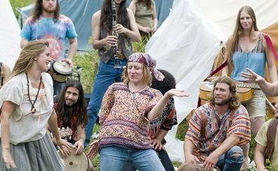 Woodstock bakea eta maitasuna uztartzen zituen jaialdiak 50 urte bete ditu