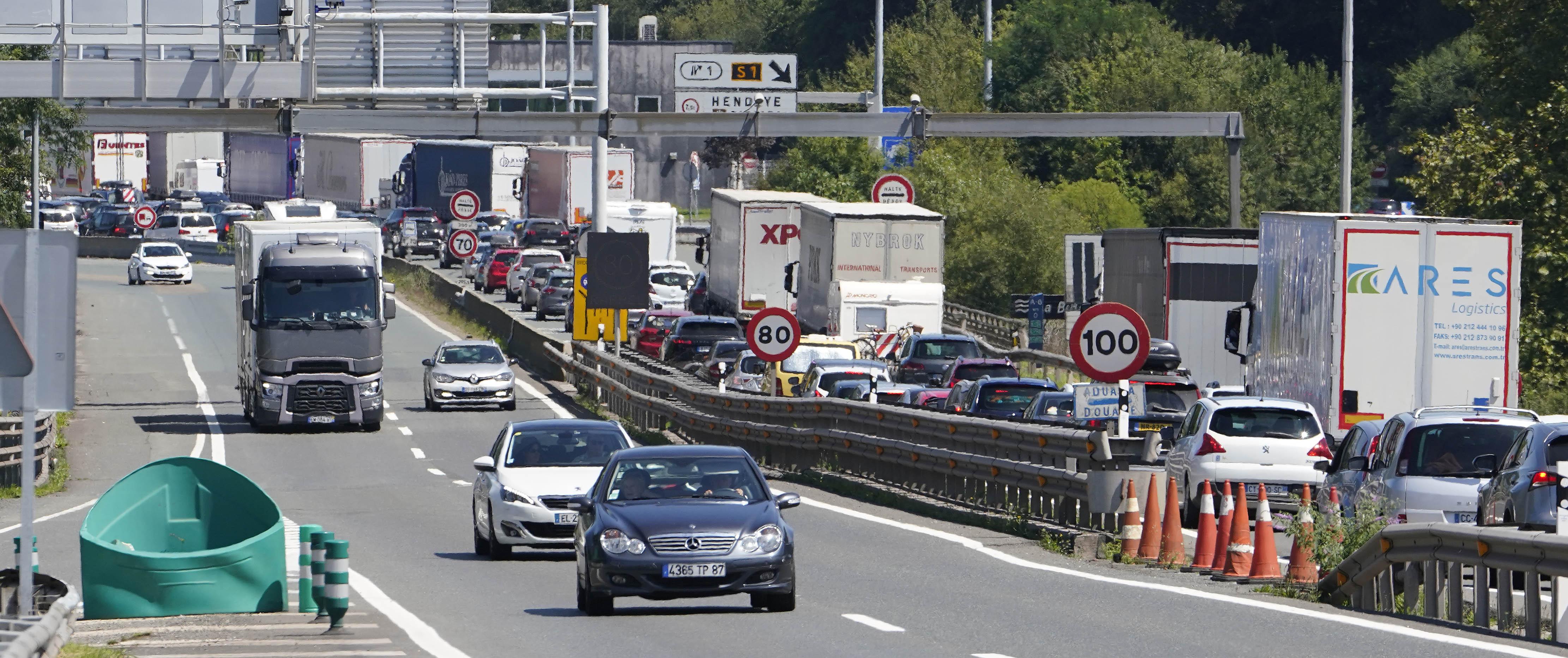 Los camioneros denuncian que las restricciones del G-7 les obligan «a parar»