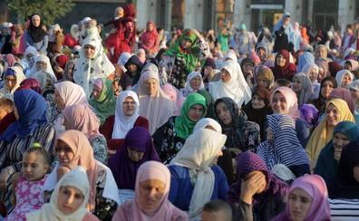 Saudi Arabiako emakumeek bakarrik bidaiatzeko aukera izango dute
