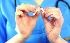 Los médicos exigen una ley antitabaco más dura «porque se sigue fumando en bares y hospitales»