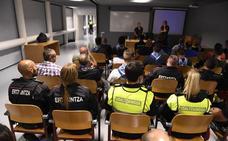 Ertzaintza y Policía municipal de Bilbao asisten a un encuentro conjunto en el inicio de Aste Nagusia
