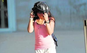 «La escuché gritar, pero me daba miedo que me pegasen a mí también», relata una testigo de la violación grupal en Murcia