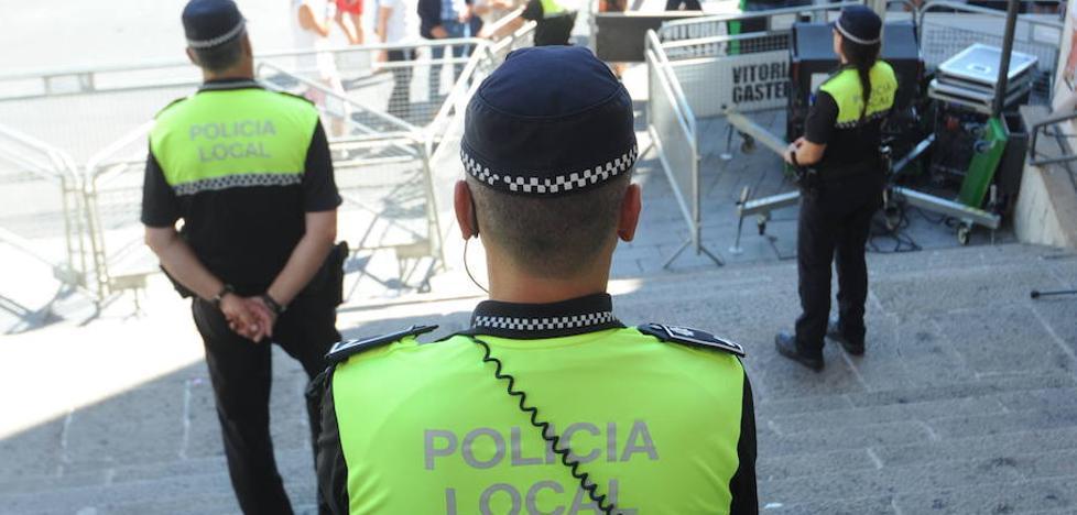 Detenido un hombre por insultar y agredir a su pareja en Vitoria