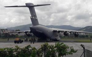 El helicóptero en el que Trump viajará a la cumbre del G7 llega al aeropuerto de Hondarribia