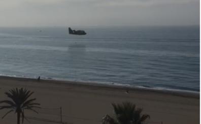 Hidroaviones en la playa de Estepona por otro fuego