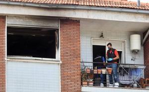 Fallece la mujer que saltó por la ventana para huir del fuego en un piso de Leioa