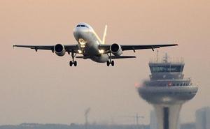 Once pasajeros atendidos en Barajas porque el avión en el que viajaban cayó al vacío