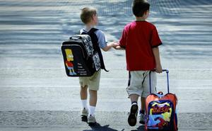 Las familias españolas gastarán una media de 1.993 euros por hijo durante el próximo curso escolar, según la OCU