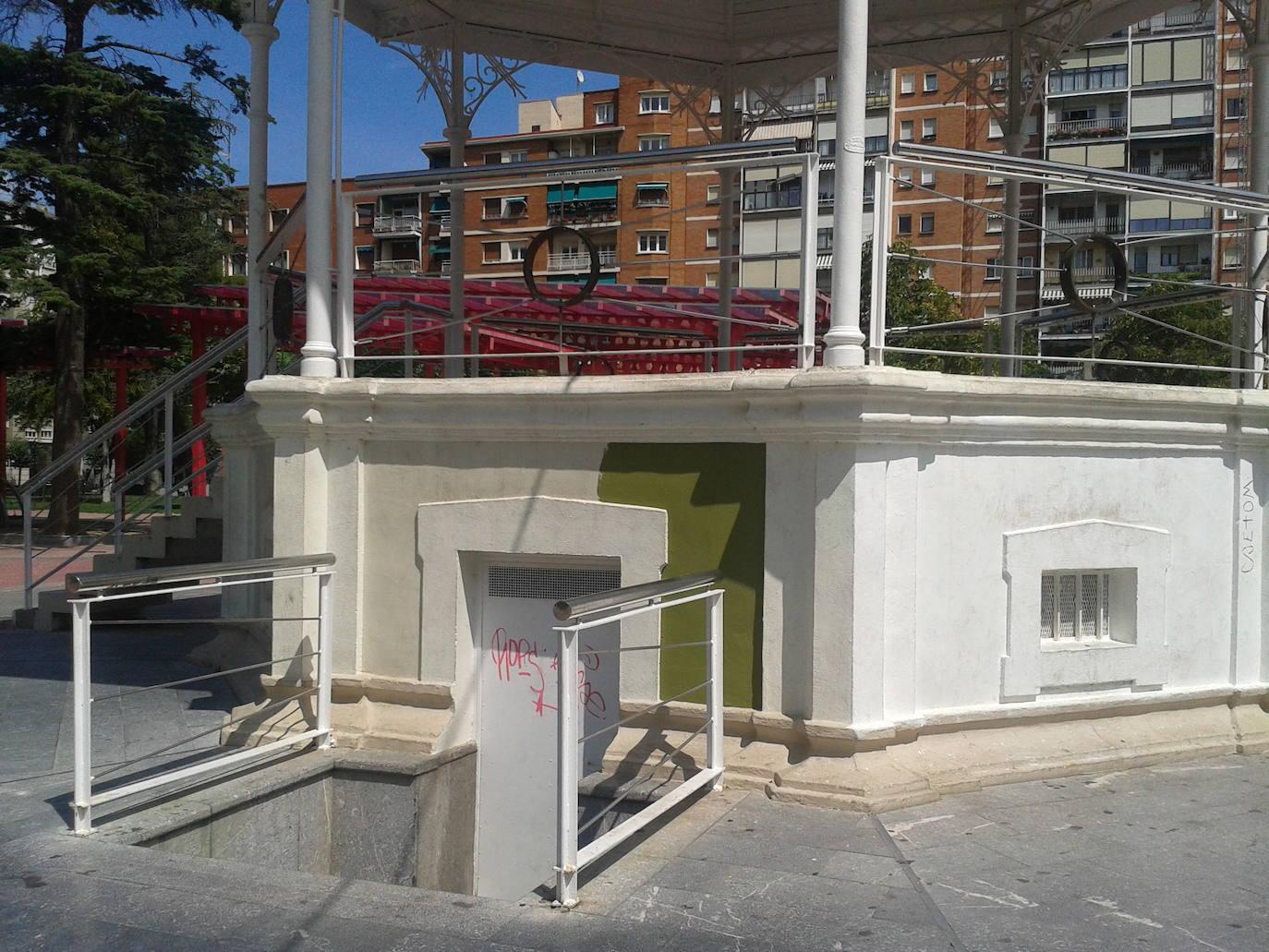 Lavado de cara para los kioscos del parqueAntonio Machado y Plaza de España