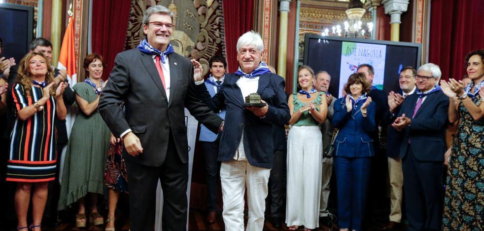 Juan Mari Aburto homenajea a La Otxoa por su labor por la tolerancia y la convivencia